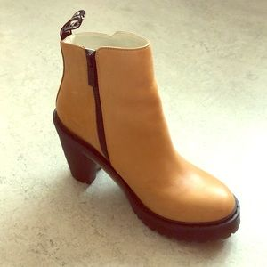 Doc Martens Magdalena in tan leather